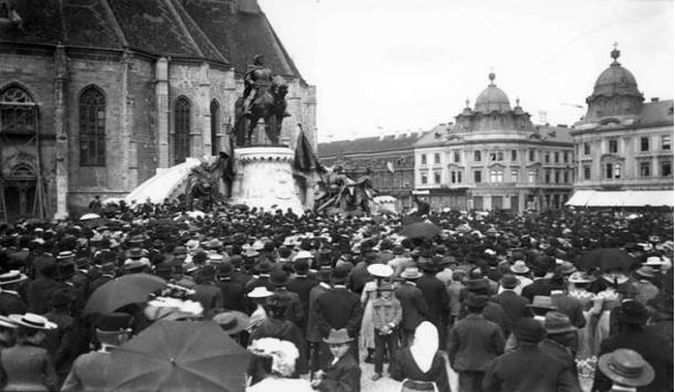 Dezvelirea statuii lui Matia Corvin din Piața Unirii (1902)